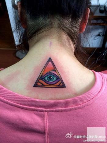 上海纹身店龙刺堂纹身作品:肩背上帝之眼纹身