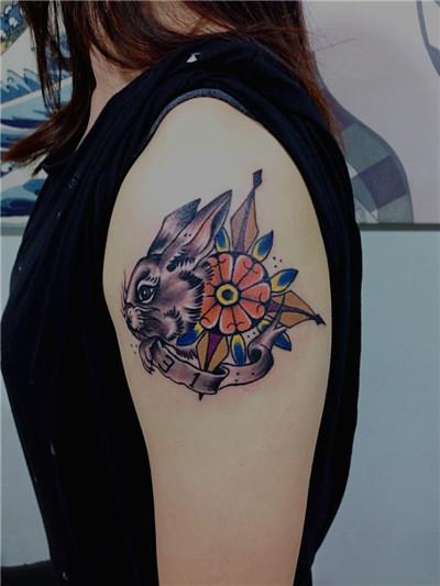 广州雕龙纹身店作品:清新小兔子纹身