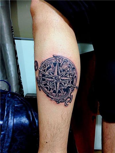 广州雕龙纹身店作品:机械指南针纹身
