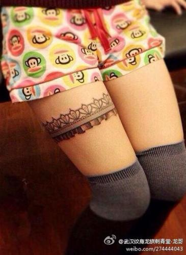 武汉龙族刺青纹身店作品:女生腿部蕾丝结纹身