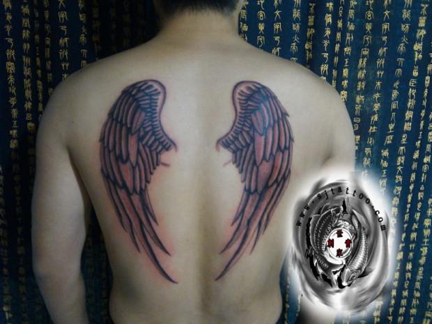 上海世家刺青纹身店作品:后背翅膀纹身