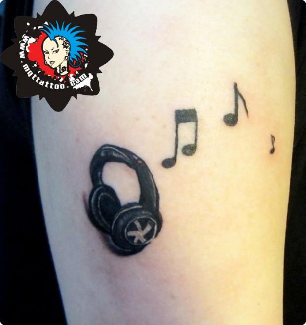 杭州墨青堂纹身店作品:手臂音符耳机纹身