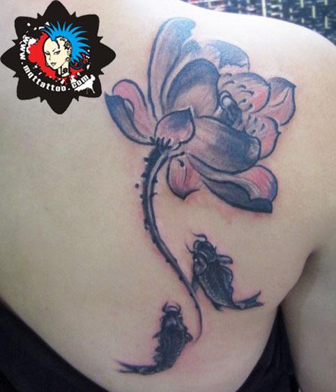 杭州墨青堂纹身店作品:后背荷花鲤鱼纹身