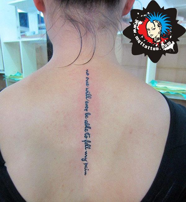 杭州墨青堂纹身店作品:女生后背英文字母纹身