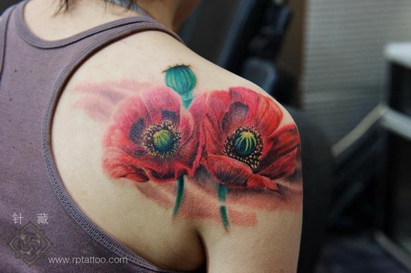 上海纹身店针藏刺青作品:肩部花卉纹身