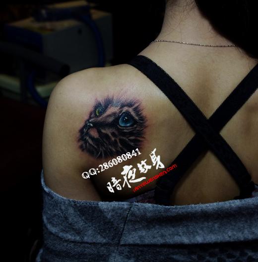 上海纹身店暗香纹身作品:女孩后背纹身