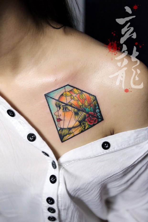 杭州纹身玄龙作品:女生前胸钻石纹身图案
