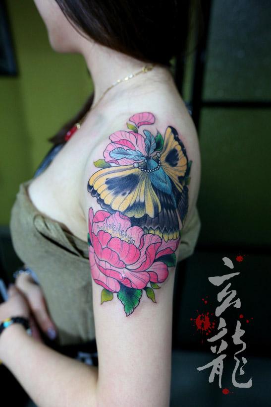 杭州纹身玄龙作品:女生手臂花卉纹身图案