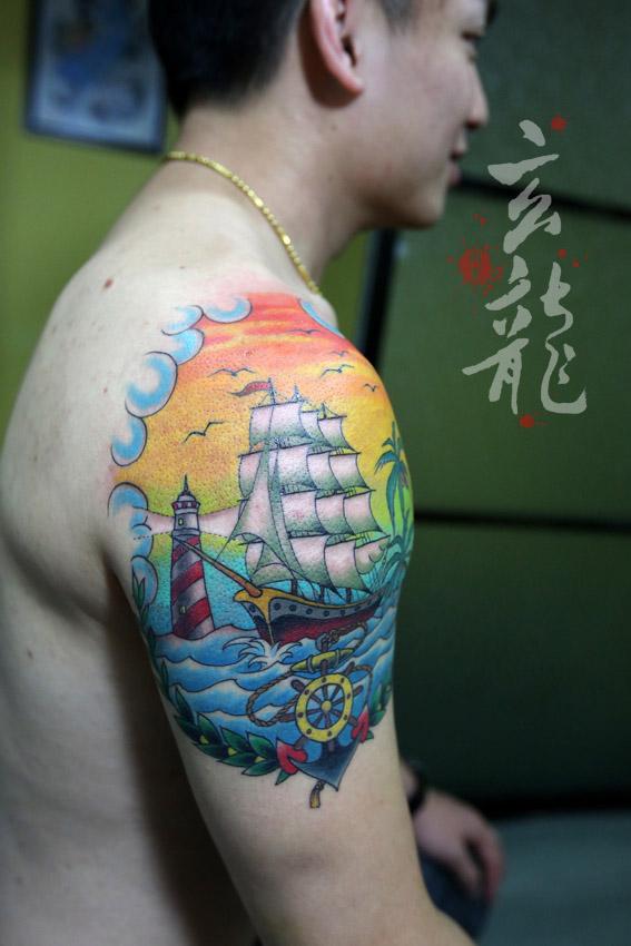 杭州纹身玄龙作品:男生手臂帆船纹身图案