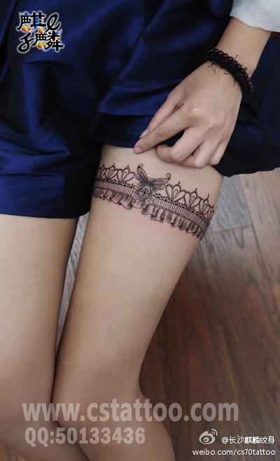 长沙麒麟纹身店作品:美女大腿蕾丝纹身