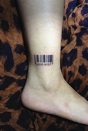 北京金凤堂纹身店作品:腿部条形码纹身