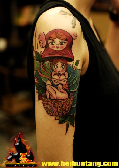 广州黑火堂纹身店作品:手臂裸女花school纹身图案