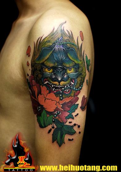 广州黑火堂纹身店作品:手臂狮子花卉school纹身图案