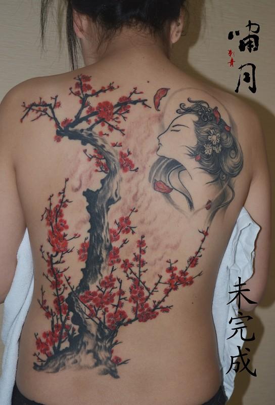 长沙啸月刺青纹身店作品:满背美女和梅花纹身