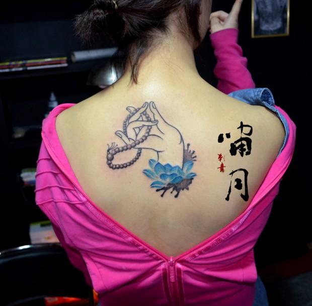 长沙啸月刺青纹身店作品:美女后背佛手纹身