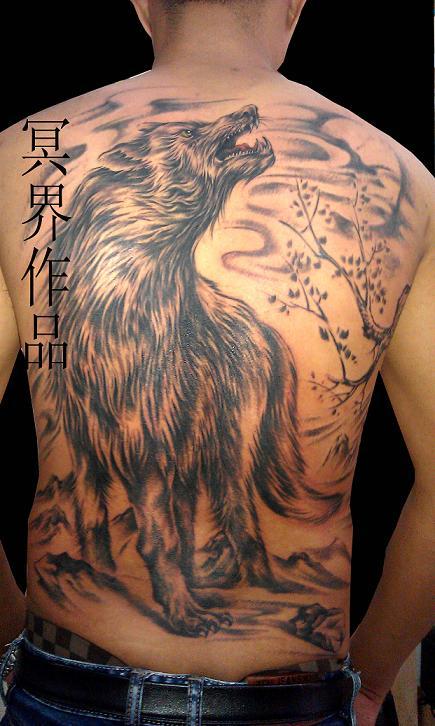 天津冥界纹身店纹身作品:孤狼皓月纹身图案