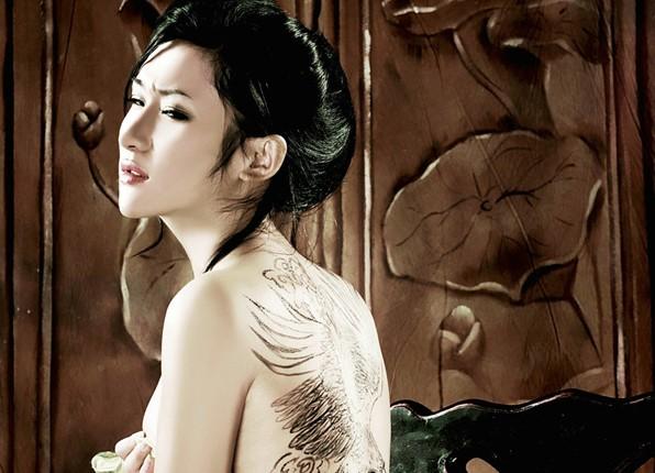合肥帝一纹身店作品:美女背部纹身图案