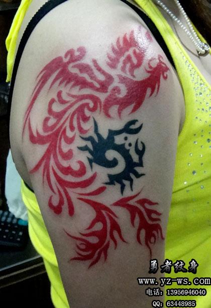 合肥勇者纹身作品:大臂凤凰图腾纹身图案