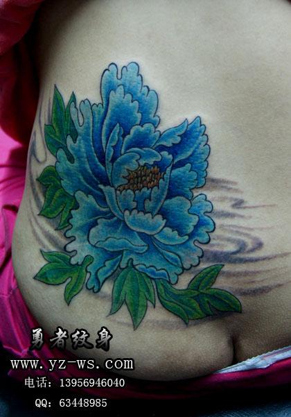 合肥勇者纹身作品:  腰部牡丹花纹身图案