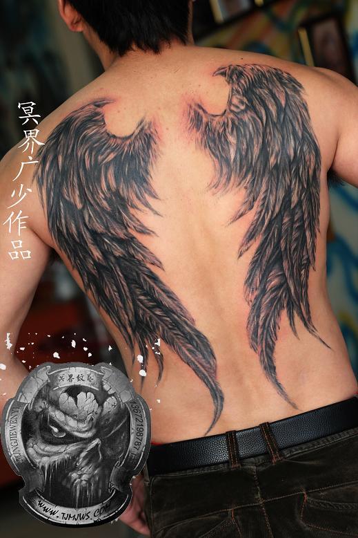 天津冥界纹身店纹身作品:后背翅膀纹身图案