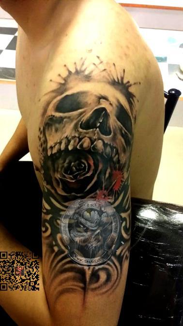 天津冥界纹身店纹身作品:骷髅玫瑰纹身图案