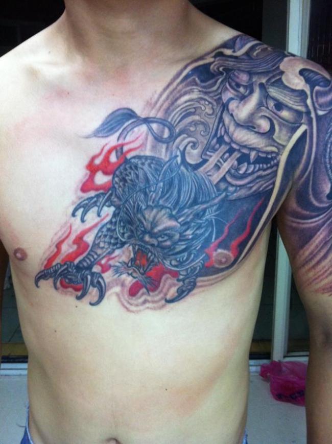 合肥大为纹身店作品:过肩龙身图案