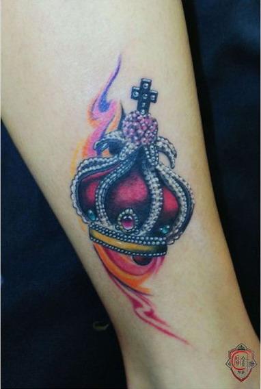天津宝针刺青店纹身作品:皇冠纹身图案
