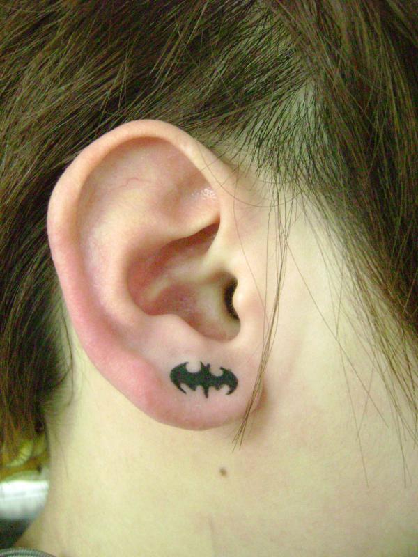 九江针功夫纹身店作品:耳朵小蝙蝠纹身图案
