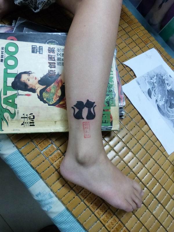 九江针功夫纹身店作品:小腿小猫纹身图案