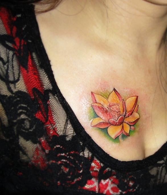 南昌针语纹身店作品:胸部莲花纹身图案