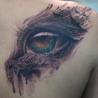 天津小健纹身店纹身作品:后背眼睛纹身图案