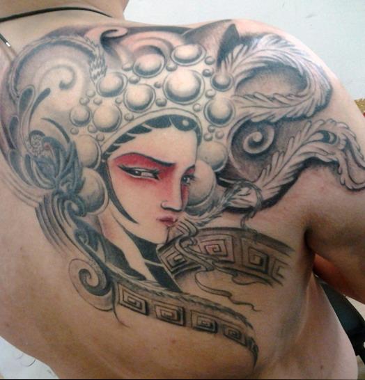 天津小健纹身店纹身作品:后背京剧人物肖像纹身图案