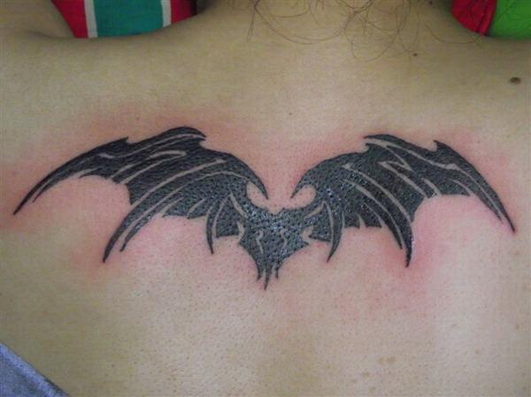 女人后背潮流经典的图腾恶魔翅膀_纹身图案图片