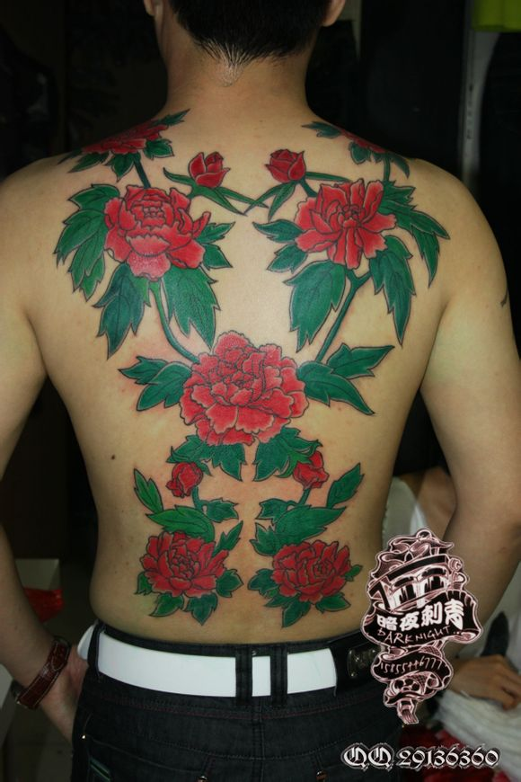 满背花卉纹身图案