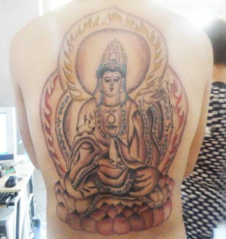 满背观音纹身图案-蚌埠纹身店金禧纹身推荐